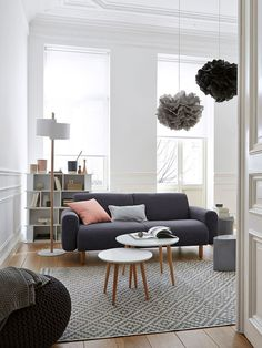 Is it easy for designers to apply minimalist living room design? We all know that a living room is like the heart of the house. It's located in the center of the house and it's the … Simple Living Room Decor, Living Room Colors, Small Living Rooms, Home Living Room, Living Room Furniture, Living Room Designs, Apartment Living, Studio Apartment, Modern Living