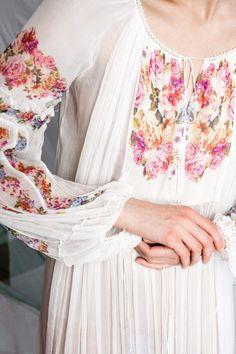 Valentina Vidrascu Summertime, Floral Tops, Traditional, Women, Fashion, Moda, Top Flowers, Fashion Styles, Fashion Illustrations