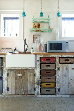 Vintage Home WORK Lab's Vintage Eclectic Workspace — Workspace Tour - Crates as drawers and reclaimed wood cabinetry - Size: Front office space is square feet, back space is 600 square feet Rustic Kitchen Design, Interior Design Kitchen, New Kitchen, Kitchen Decor, Kitchen Ideas, Loft Kitchen, Awesome Kitchen, Muebles Shabby Chic, Deco Cool