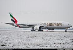 Emirates Airlines Boeing 777-300  Glasgow Apt