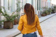 LA pièce que tout le monde s'arrache en ce moment chez Zara, c'est elle ! Ce perfecto jaune, qui se décline aussi en bleu et en vert. J'ai flashé sur le jaune, moi qui adore… View Full Post