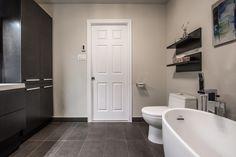Une superbe #salledebain fait par des entrepreneurs de #RenoAssistance. #rénovation #bathroom #charcoalbathroom #salledebainmoderne Design Ideas, Bathroom Modern