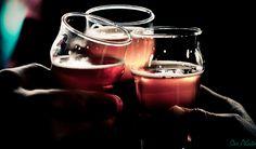 Angielskie słowo pub stało się popularne na całym świecie. Nawet w Polsce powoli zastępuje nasze swojskie knajpy. Skąd sie wzięło? Jest to skrót od public house; ludzie mieszkający blisko podróżnic…