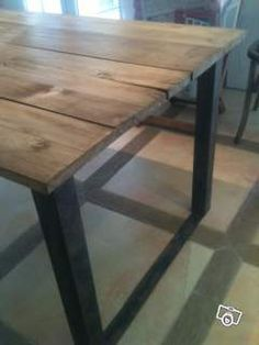 Table de salle manger en acier et bois tables - Table a manger bois brut ...