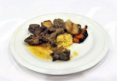 Secondo: tajine di manzo e verdure, timballo di cous cous speziato e prugne alle mandorle (Mauro Sacco con cuoca del Maghreb)