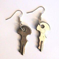 je kunt je huissleutel niet vergeten als je deze oorbellen draagt ;)