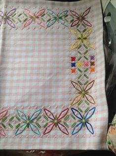 Discover thousands of images about gingham embroidery Embroidery Needles, Cross Stitch Embroidery, Embroidery Patterns, Hand Embroidery, Chicken Scratch Patterns, Chicken Scratch Embroidery, Needlepoint Stitches, Needlework, Bordado Tipo Chicken Scratch