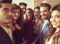 Ask laftan Anlamaz Turkish Women Beautiful, Turkish Beauty, Girl Photo Poses, Girl Photos, Murat And Hayat Pics, Most Handsome Actors, Cute Love Stories, Hande Ercel, Fashion Couple