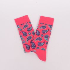 Топли мъжки чорапи в динен цвят с широк ластик, изпъстрени с фигури в лилавозелен цвят, наподобяващи дъждовни капки.