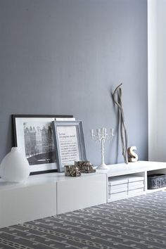 love the grey feature wall... I wonder if it would make my small space feel even smaller?