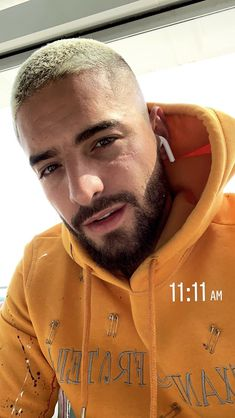 Mens Hairstyles With Beard, Hair And Beard Styles, Hairstyles Haircuts, Haircuts For Men, Hair Styles, Maluma Pretty Boy, Latino Men, Beard Grooming, Perfect Boy