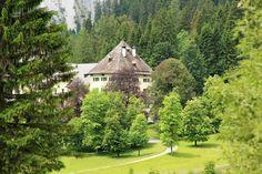 Wanderung Blühnbachtal bei Tenneck - Rundweg mit einer Gehzeit von 4 Stunden. Dabei kann mein einen Blick auf Schloss Blühnbach, das dem US-Industriellen Frederick R. Koch gehört, erhaschen. #wandern #salzburgerland Austria, Golf Courses, Cook, Hiking, Round Round