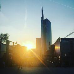 #sunset #milano #milan #sky #buildings #city #italy #italia #tixilife #tixi #follow4follow #followforfollow #followme #djlife #dj #relax #goodlife