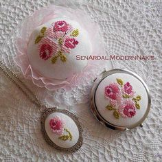 This post was discovered by TC Small Cross Stitch, Cross Stitch Rose, Cross Stitch Flowers, Cross Stitch Designs, Cross Stitch Patterns, Ribbon Embroidery, Cross Stitch Embroidery, Embroidery Patterns, Minis
