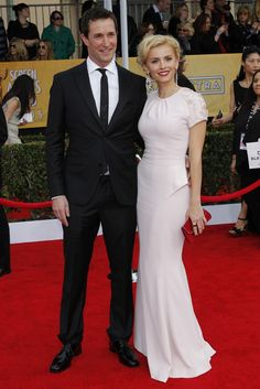 SAG Awards Noah Wyle in Calvin Klein Collection with Sara Wells.
