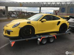 Porsche 991 RS in Bursins, Switzerland Spotted on by mickey Porsche 991 Gt3, Porsche Cars, Sport Cars, Race Cars, Rs 5, Gt3 Rs, Top Cars, Car Car, Supercars