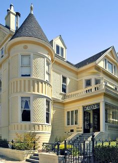 Yellow houses r so inviting & warm, I think. Another fine Queen Anne, C. Victorian Architecture, Beautiful Architecture, Style At Home, Victorian Style Homes, Victorian Homes Exterior, Yellow Houses, Second Empire, Mellow Yellow, Woman Painting