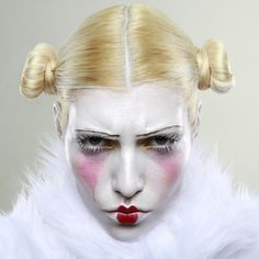 #czechgirl#czech#blonde#extrememakeup#doll#sadclown#white#pink#portrait#photoshoot#whitefur#fakefur