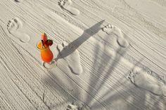 Spuren der Erholung und Entspannung - genießen Sie die #Karibik von #Österreich! Unsere Cocktails werden direkt an den Pool serviert!   #kurzurlaub #auszeit #wellness