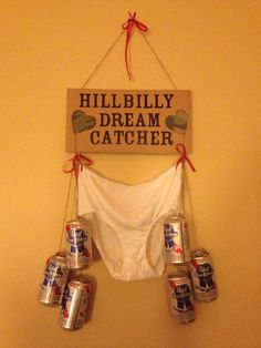 20 Funny Gag Gifts for White Elephant Party Hillbilly Dream Catcher. This is a gag gift for a redneck themed bachelorette party! Diy Gag Gifts, Best Gag Gifts, Joke Gifts, Funny Gag Gifts, Prank Gifts, Funny Secret Santa Gifts, Gag Gifts For Men, Fun Gifts, Special Gifts