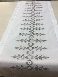 Crochet Table Runner, Weaving Patterns, Bargello, Blackwork, Hand Embroidery, Cross Stitch Patterns, Diy And Crafts, Sewing, Prints