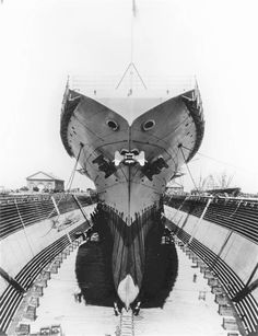 The aircraft carrier Saratoga at the dock of the shipyard Hunters point, early 30's.