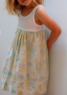 Tutorial. simples Kleid selbermachen/nähen aus Tanktop und Kissenhülle . Pillowcase-Tank-Dress