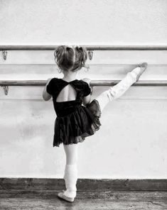 Ballet little dancer - Photography Inspiration Awwww! Shall We Dance, Lets Dance, Dance Photos, Dance Pictures, Poses, Kind Photo, Vintage Illustration, Foto Poster, Dance Like No One Is Watching