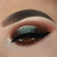 gorgeous eye makeup 64 Sexy Eye Makeup Looks Give Your Eyes Some Serious Pop - stunning makeup ideas , eye makeup, eyeshadow Eye Makeup Glitter, Sexy Eye Makeup, Eye Makeup Tips, Smokey Eye Makeup, Makeup Trends, Eyeshadow Makeup, Makeup Ideas, Gold Makeup, Gold Eyeliner