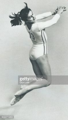 On her way to best allround gymnastics performance in Olympic history, Nadia Comaneci delights the Forum audience yesterday with her floor exercises. Get premium, high resolution news photos at Getty Images Amazing Gymnastics, Gymnastics Pictures, Sport Gymnastics, Artistic Gymnastics, Olympic Gymnastics, Olympic Sports, Gymnastics History, Nadia Comaneci Perfect 10, Famous Gymnasts