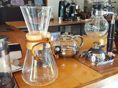 variety of coffee brewing appartus: bodum french press, chemex woodneck coffee maker and japanese siphon Coffee Type, Coffee Pods, Great Coffee, Black Coffee, Coffee Beans, Coffee Tasting, Coffee Drinks, Coffee Chart, Steeped Coffee