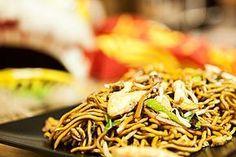 Chinesisch gebratene Nudeln mit Hühnchenfleisch, Ei und Gemüse (Rezept mit Bild) | Chefkoch.de