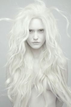 Capturing stunning portrait images is not all that difficult. If you know the right poses to use, you can capture some terrific portrait shots. Modelo Albino, Synthetic Lace Wigs, Ice Queen, Snow Queen, Belle Photo, Character Inspiration, Story Inspiration, Writing Inspiration, Portrait Photography