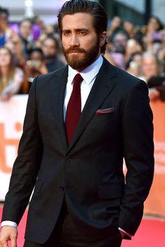 Jake Gyllenhaal's Top 20 Style Lessons from 2015 Jake Gyllenhaal, Wedding Men, Wedding Suits, Groomsmen Attire Black, Black Tuxedo Wedding, Style Costume Homme, Men's Business Outfits, Blazer Outfits Men, Black Suit Men