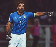 1️⃣🙌 First to wear the new 🇮🇹 home jersey, @gianluigibuffon. More at the link in the bio. — #soccerdotcom #buffon #italy #italia #azzurri #pumafootball