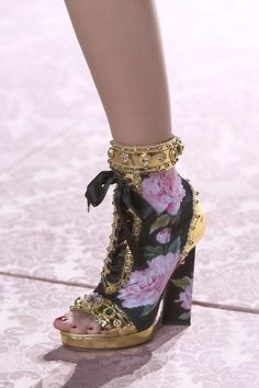 Dolce & Gabbana at Milan Fashion Week in spring 2019 - Dolce & Gabban .- Dolce & Gabbana at Milan Fashion Week in spring 2019 – Dolce & Gabbana at Milan Fashion Week in spring 2019 – Details Runway Photos – Dr Shoes, Cute Shoes, Me Too Shoes, Shoes Tennis, Crocs Shoes, Vans Shoes, Boat Shoes, Giuseppe Zanotti, Nike Design
