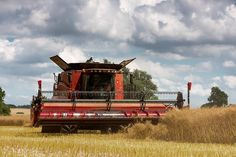 Bedfordshire agriculture farming, Case Combine harvester 7120 axial flow