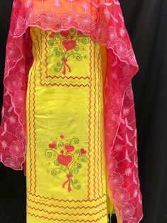 Hand Embroidery Dress, Embroidery Suits Design, Hand Embroidery Designs, Designer Punjabi Suits Patiala, Salwar Suits, Indian Designer Outfits, Designer Dresses, Customised Clothes, Punjabi Suits Party Wear