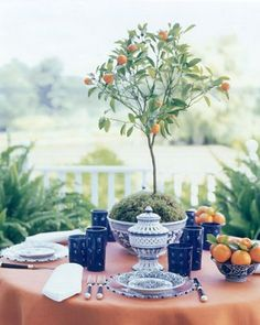 al fresco + ginger jars Tree Centerpieces, Table Decorations, Centerpiece Ideas, Home Modern, Beautiful Table Settings, Blue And White China, Blue China, Ginger Jars, Topiary