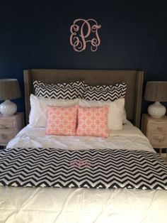 Trendy links print in soft pink pairs with classic black & white chevron for this exciting bedding ensemble.Black Chevron Designer Teen & Dorm Bed In A Bag Set on Decor 2 Ur Door  http://www.decor-2-ur-door.com/blog/galleries/apartment/photo-5.jpg