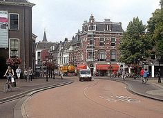 The Janskerkhof in Utrecht has a car lane, a bus lane, and bikes on barely-raised tracks. Click image to share via Twitter or to link to full story via Bicycle Dutch. Visit the slowottawa.ca boards >> http://www.pinterest.com/slowottawa/
