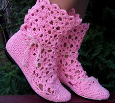 Crochet slippers and boots Crochet Slipper Boots, Crochet Baby Booties, Crochet Shoes, Crochet Slippers, Crochet Clothes, Boot Cuffs, Yarn Crafts, Crochet Patterns, Embroidery