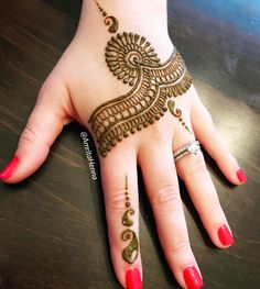 #henna #bridesmaids #tattoo #unique #bridal #hennaparty #hennaart #pretty #mehndidesign #mehndinight #sangeet #indianwedding #hennatattoo…