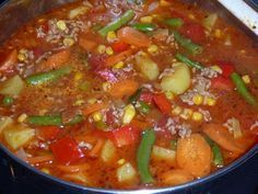 Bunter Hackfleisch-Gemüse-Eintopf Colorful minced meat vegetable stew, a very delicious recipe from the stew category. Healthy Crockpot Recipes, Meat Recipes, Slow Cooker Recipes, Chicken Recipes, Dinner Recipes, Vegetable Soup Healthy, Vegetable Stew, Clean Eating Dinner, Clean Eating Recipes