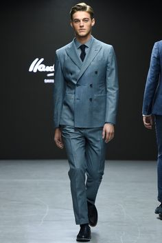 Even the shirt has the same patterns as the suit. SLICK!   Hardy Amies - Fall 2015 Menswear - Look 3 of 31