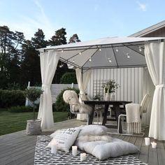 40 classic terrace design ideas for your dream home 6 Outdoor Spaces, Outdoor Living, Outdoor Decor, Terrasse Design, Diy Garden Decor, Backyard Patio, Interior And Exterior, Sweet Home, New Homes