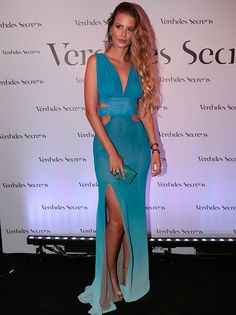 Yasmin Brunet surgiu deslumbrante com degradê de azul (Foto: Felipe Monteiro / Gshow)