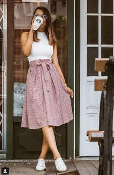 Women have more choices than ever to strut their stuff in casual dress. Dressing casual is as simple as it appears, and with a few tips girls can learn how to use casual dress. Modest Fashion, Fashion Dresses, Modest Clothing, Fashion Fashion, Trendy Fashion, Fashion Vintage, Summer Work Fashion, Fashion Hacks, Fashion Sale