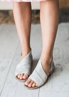 Made with the finest Spanish craftsmanship and leather, this open toe shoe features side cutouts. FP Collection Modern and sartorial styles, artisan crafted from fine leathers and Source by Hipster Shoes, Mules Shoes, Women's Sandals, Women's Shoes, Flat Shoes, Grey Sandals, Women's Flats, Shoes Style, Golf Shoes