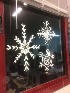 ¡Decorando la ofi con Chalk Marker! ¡Empieza la Navidad y las ganas de decorarlo todo! #navidad #deco #christmas #nieve #ventana #window #diy